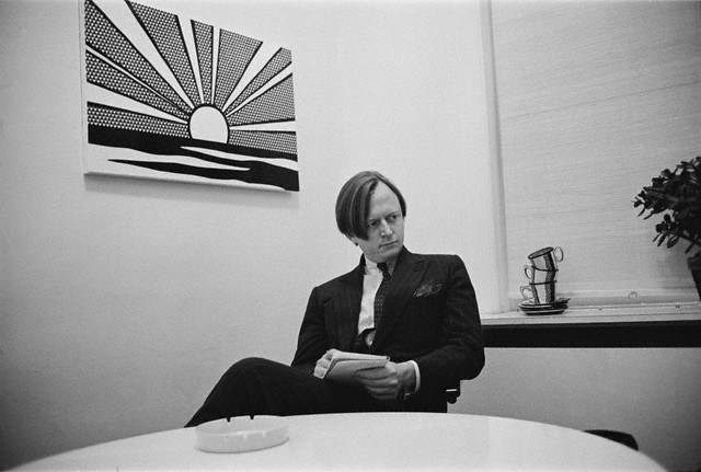 1966, New York City, New York, USA --- Tom Wolfe at Leo Castelli's gallery under a Roy Lichtenstein painting. --- Image by © Bob Adelman/Corbis